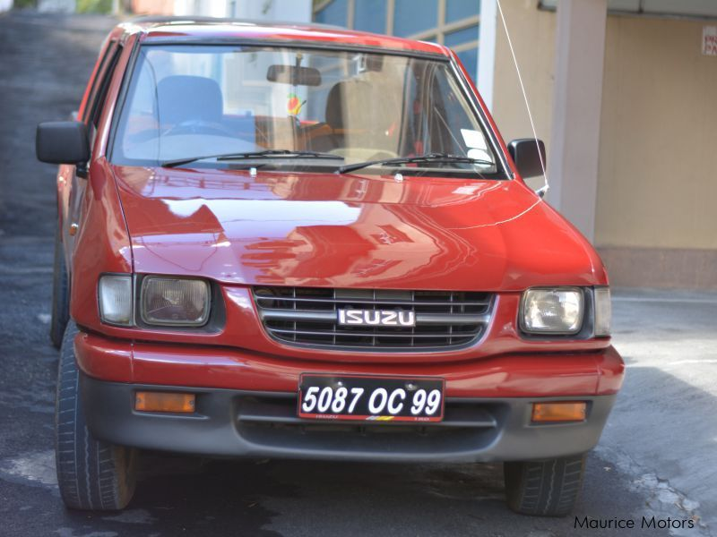 Pre-owned Isuzu kb250 for sale in Mauritius