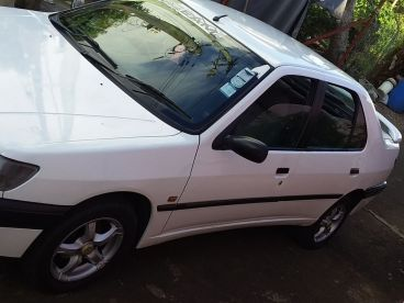 Pre-owned Peugeot Peugeot 306 saloon for sale in