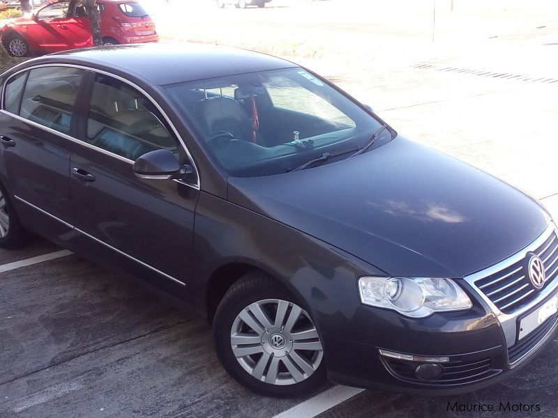 Pre-owned Volkswagen Passat 1.6 FSI Highline for sale in
