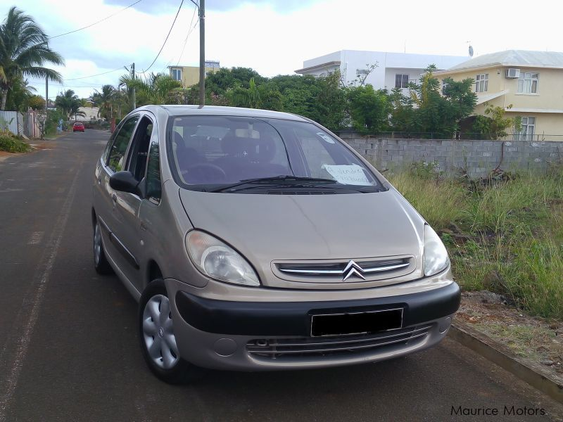Pre-owned Citroen Xsara Picasso for sale in
