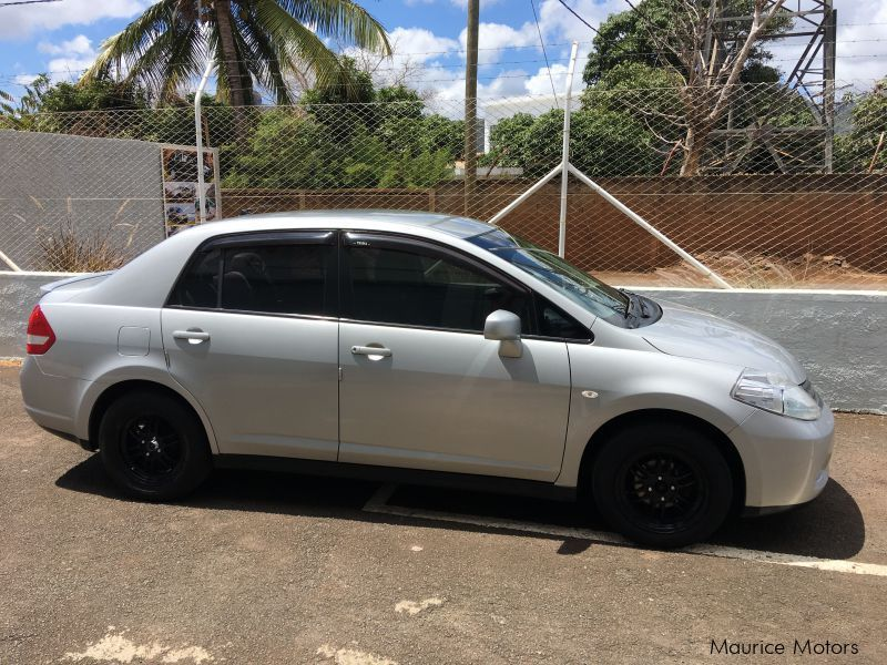 Used Nissan latio tiida for sale in