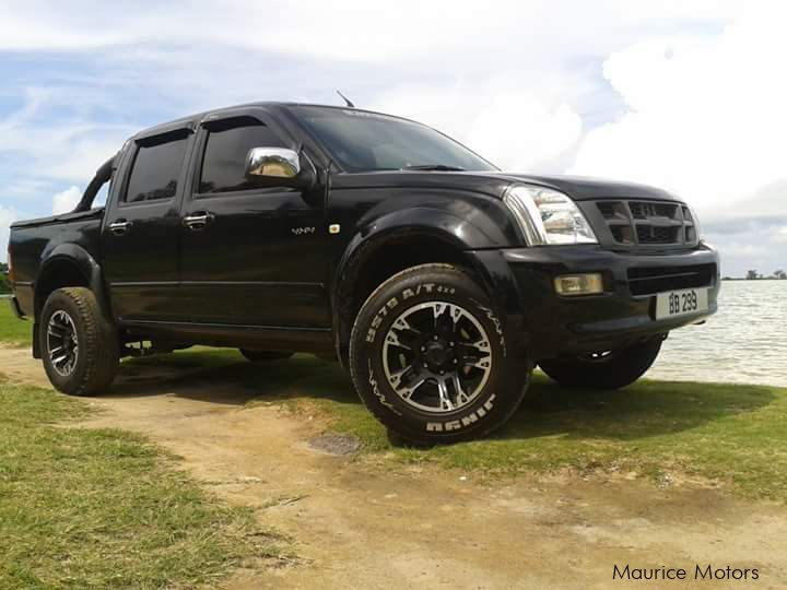Pre-owned Isuzu KB300 LX (4X4) for sale in Mauritius