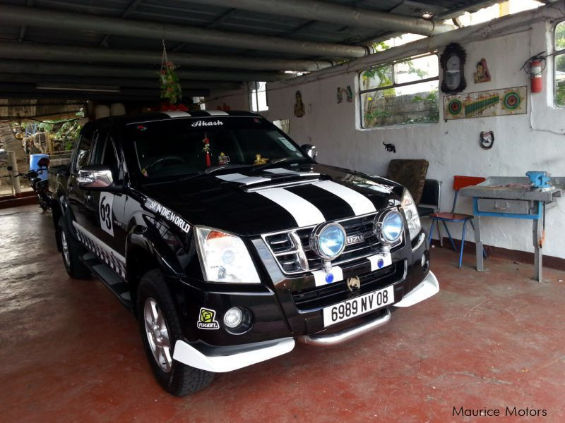 Pre-owned Isuzu Kb300 for sale in Mauritius