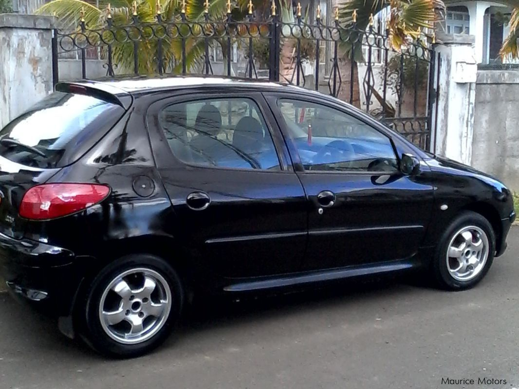 Pre-owned Peugeot 206 for sale in