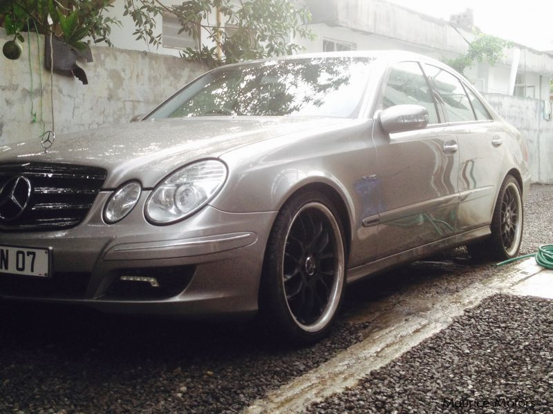 Pre-owned Mercedes-Benz E320 Avantgarde Facelift for sale in Mauritius