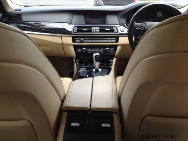BMW 520D F10 - PRIVATE NUMBER INC - STEPTRONIC - PEARL BLUE MET in Mauritius